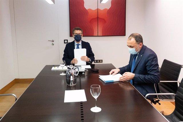 El presidente de la Xunta y el conselleiro de Sanidade se reúnen telemáticamente con el comité clínico.