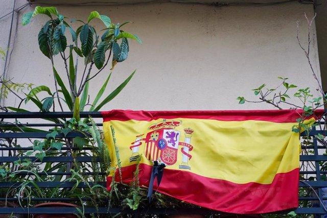 Banderas de España en algunos balcones, a 13 de abril del 2020.