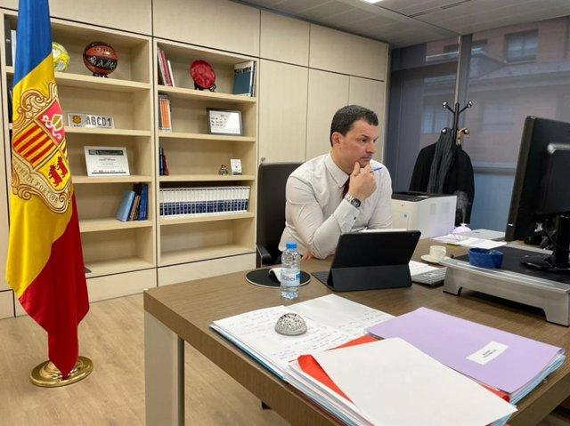 El ministre de Presidència, Economia i Empresa, Jordi Gallardo, al seu despatx durant la reunió telemàtica del Consell Econòmic i Social.