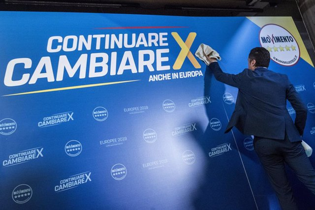 02 May 2019, Italy, Rome: Deputy Prime Minister of Italy Luigi Di Maio cleans a banner ahead of the Five Star Movement party (M5S) conference to present the programme for 2019 European Elections. Photo: Roberto Monaldo/LaPresse via ZUMA Press/dpa