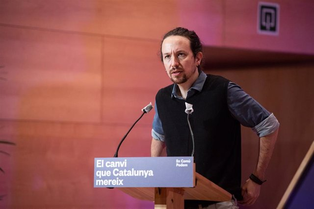 (I-D) El secretario general de Podemos y vicepresidente segundo del Gobierno, Pablo Iglesias