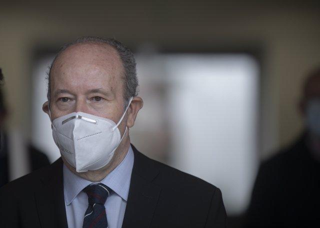 El ministro de Justicia, Juan Carlos Campo, tras el acto sobre la firma del convenio de cesión de terrenos en el campus de la UPO que albergará el Instituto Nacional de Toxicología y Ciencias Forenses.