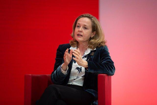 La vicepresidenta tercera i ministra d'Assumptes Econòmics i Transformació Digital, Nadia Calviño, durant un acte de campanya del PSC.