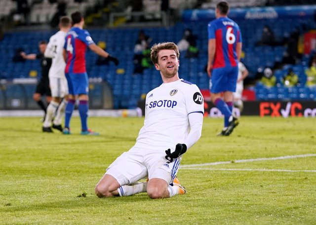 08 February 2021, United Kingdom, Leeds: Leeds United's Patrick Bamford celebrates scoring his side's second goal during the English Premier League soccer match between Leeds United and Crystal Palace   at Elland Road. Photo: Jon Super/PA Wire/dpa