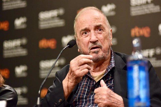 """El guionista Jean-Claude Carrière en una imagen de archivo durante la presentación de la película """"Un hombre fiel"""" en la segunda jornada del Festival Internacional de Cine de San Sebastián 2018"""