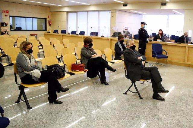 L'extresorer del PP Luis Bárcenas durant el judici per la presumpta caixa 'b' del PP, que comença aquest dilluns, en Sant Fernando d'Henares, Madrid, (Espanya), a 8 de febrer de 2021. El judici se centrarà a les declaracions de Bárcenas després que remi