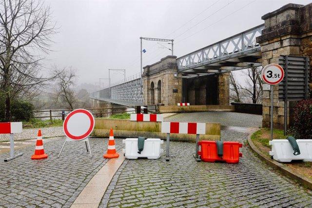 Frontera del pont internacional Tui-Valença tallada al pas. Galícia (Espanya), 31 de gener del 2021.