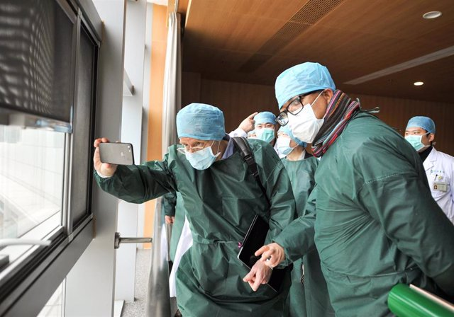 24 February 2020, China, Wuhan: Members of the coronavirus expert investigation group of the World Health Organization (WHO), conduct a field research in a hospital in the coronavirus-stricken Chinese city of Wuhan. Photo: Tpg/TPG via ZUMA Press/dpa