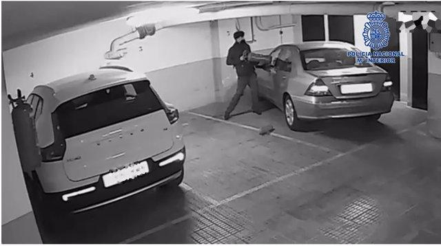 La Policía Nacional Detiene Al Presunto Autor De Robar Con Fuerza En El Interior De Al Menos 24 Vehículos Aparcados En Garajes Comunitarios Durante El 2021