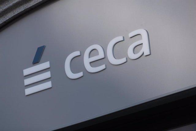 Logo de CECA (Confederación Española de Cajas de Ahorros) en su sede en Madrid.