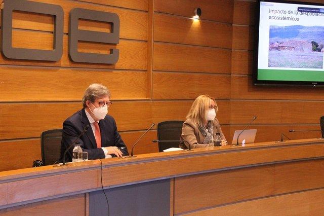 Santiago Aparicio y Adela Trassierra presentan el informe de la Red SSPA.