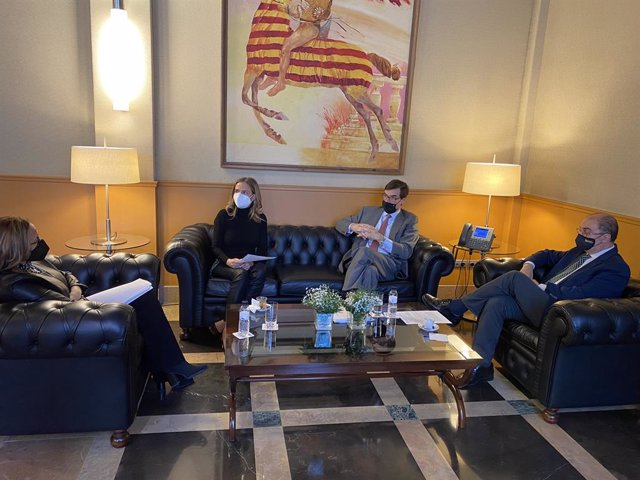 El secretario de Estado para la UE, Juan González-Barba, ha visitado las Cortes de Aragón y el Edificio Pignatelli.
