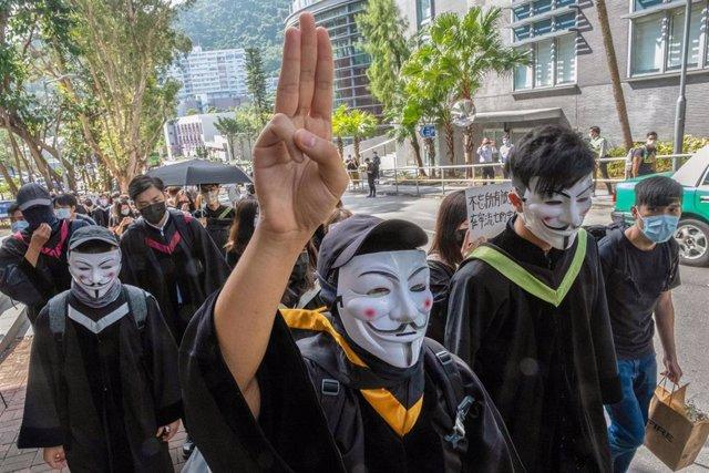 Imagen de archivo de una protesta de estudiantes universitarios en Hong Kong en solidaridad con Tailandia