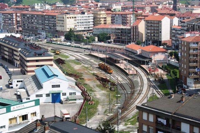 Vías de tren a su paso por Torrelavega