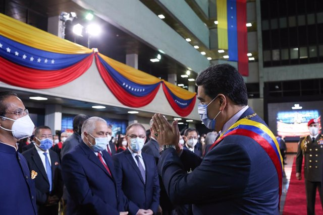 HANDOUT - 22 January 2021, Venezuela, Caracas: Venezuelan president Nicolas Maduro (R) arrives to attend a ceremony to mark the start of the Supreme Court's new working year. Photo: ---/Prensa Miraflores/dpa - ACHTUNG: Nur zur redaktionellen Verwendung un
