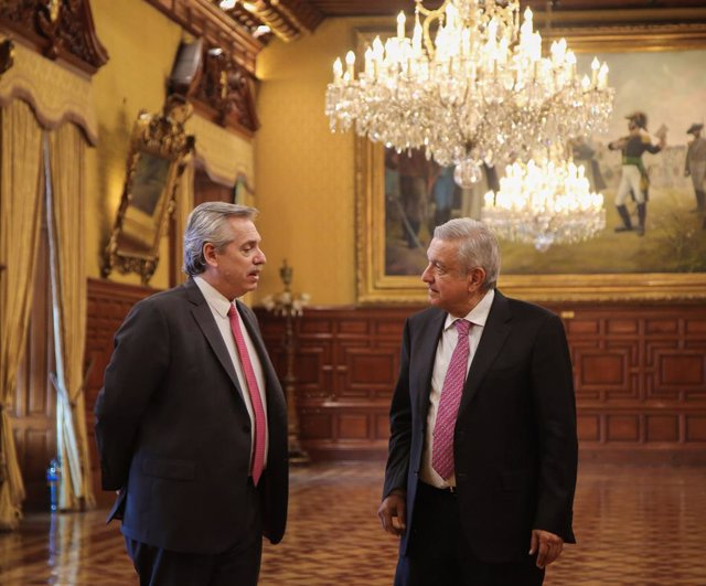 04 November 2019, Mexico, Mexico City: Argentinian President-elect Alberto Fernandez (L) speaks with Mexican President Andres Manuel Lopez Obrador during their meeting, at the National Palace, on his first trip as Argentina's elected president.  Alberto b