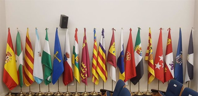 Banderas de España y las comunidades autónomas