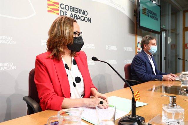 La consejera de Presidencia de Aragón, Mayte Pérez, y el titular de Vertebración del Territorio, José Luis Soro.