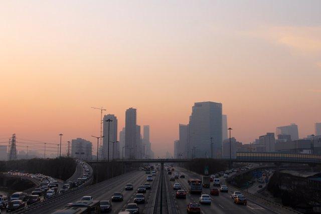 Contaminación del aire visible en una gran ciudad