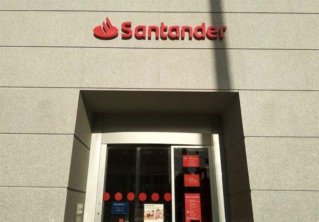 Una oficina de Banco Santander en Madrid.