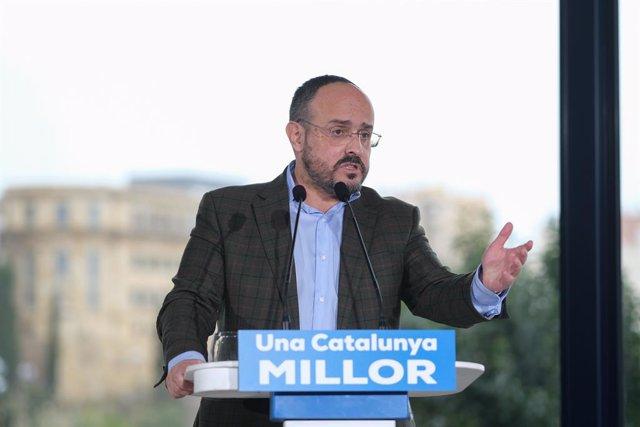 El candidat del PP a les eleccions catalanes, Alejandro Fernández intervé durant un acte de campanya.