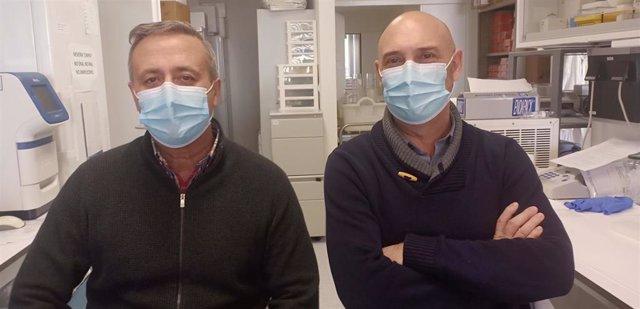 Salvador Resino e Isidoro Álvarez, científicos del Centro Nacional de Microbiología del ISCIII.
