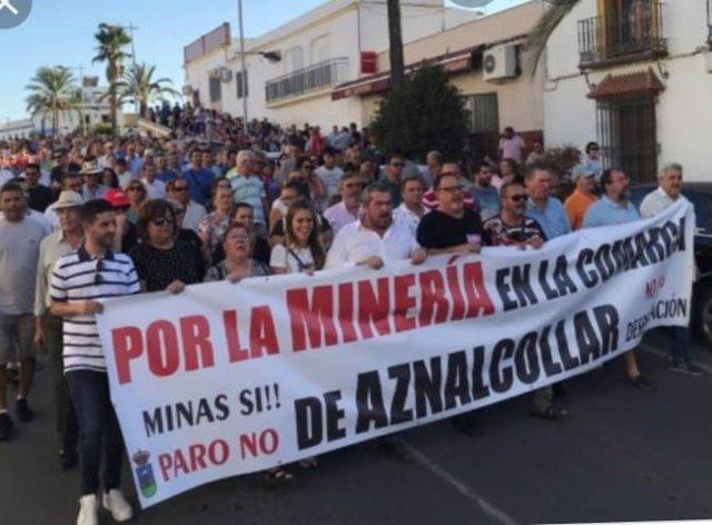 Imagen de archivo de una movilización en Aznalcóllar (Sevilla) por la explotación de la mina.