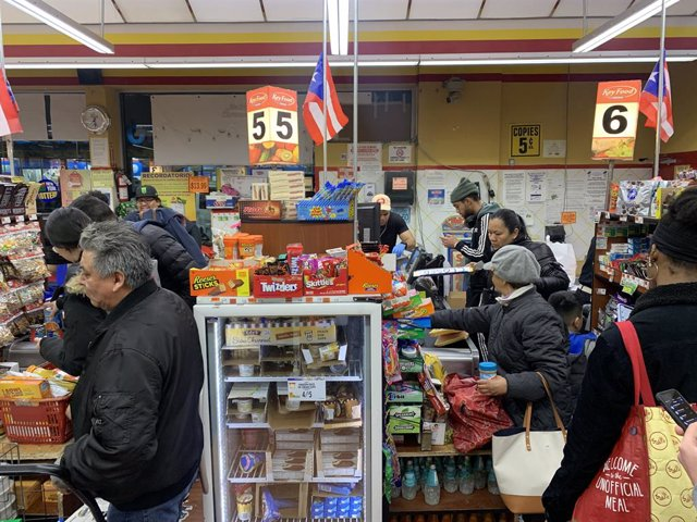 12 March 2020, US, New York: People buy foods and products at a supermarket in Brooklyn amid the fear of coronavirus. Photo: Niyi Fote/TheNEWS2 via ZUMA Wire/dpa
