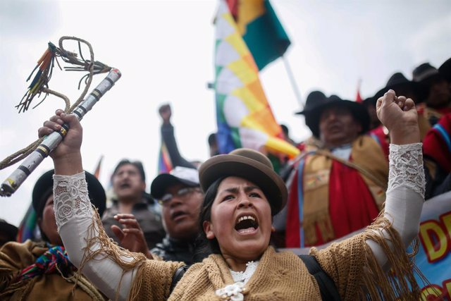 13 November 2019, Bolivia, La Paz: Bolivian Indians who supporter the former Bolivian President Morales take part in a protest demanding the the resignation of current interim President Jeanine Anez. Photo: Gaston Brito/