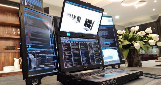 Prototipo del Aurora 7, el ordenador portátil con siete pantallas.