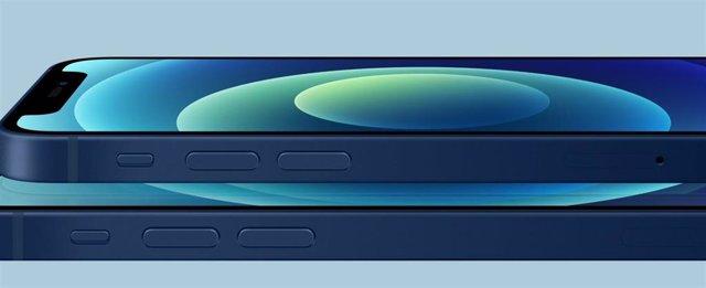 IPhone 12 con panel OLED