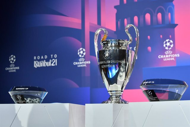 HANDOUT - 14 December 2020, Switzerland, Nyon: The UEFA Champions League trophy stands on a podium before the start of the draw for the round of 16 of The UEFA Champions League at UEFA headquarters. Photo: Harold Cunningham/UEFA/dpa - ATTENTION: editorial