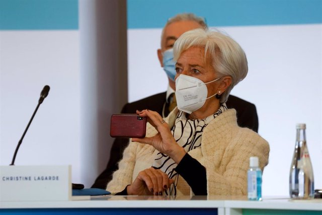 11 January 2021, France, Paris: President of the European Central Bank (ECB) Christine Lagarde holds her smartphone as she attends the One Planet Summit, part of World Nature Day, at the Reception Room of the Elysee Palace. Photo: Ludovic Marin/AFP/dpa