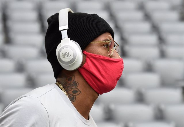 FILED - 30 May 2020, Bavaria, Munich: Bayern Munich's Jerome Boateng wears a face mask prior to the start of the German Bundesliga soccer match between FC Bayern Munich and Fortuna Duesseldorf at the Allianz Arena. Boateng has condemned racism in the Unit