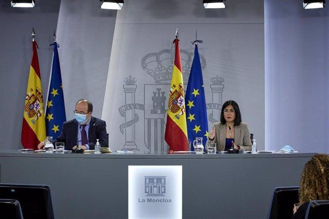 El ministro de Política Territorial y Función Pública, Miquel Iceta y la ministra de Sanidad, Carolina Darias durante una rueda de prensa tras la reunión del Consejo Interterritorial del Sistema Nacional de Salud, en Madrid (España), a 10 de febrero de 20
