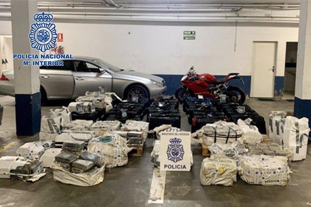 """Nota De Prensa: """"La Policía Nacional Interviene En Huelva Más De 1600 Kilos De Cocaína Ocultos En Un Garaje"""""""