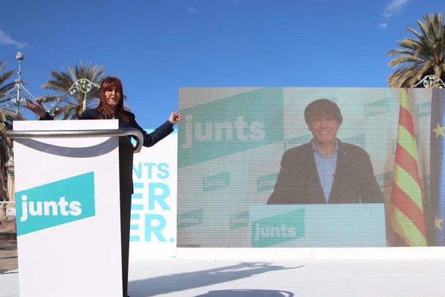 La candidata de Junts a les elecciones catalanes, Laura Borràs, en un un acte de campanya