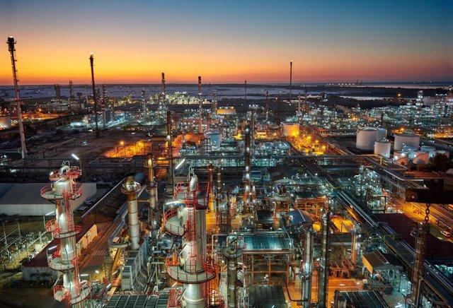 Uno de los centros industriales de CEPSA.