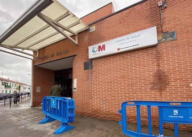 Entrada del centro de salud en la zona básica de salud (ZBS) de Colmenar Viejo Sur, en Colmenar Viejo.