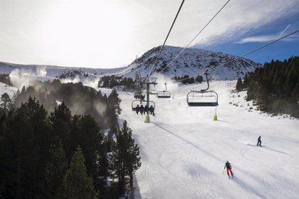 El Govern d'Andorra i el sector de la neu aborden les restriccions pel coronavirus