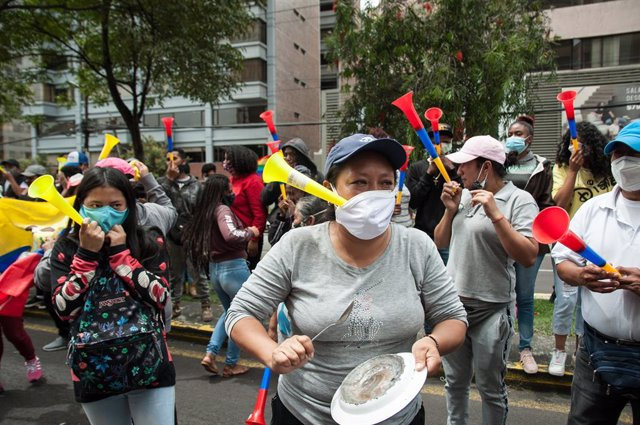 08 February 2021, Ecuador, Quito: Supporters of the indigenous environmentalist and Ecuadorian presidential candidate Yaku Perez take part in a demonstration outside the Swissotel Hotel. Photo: Juan Diego Montenegro/dpa