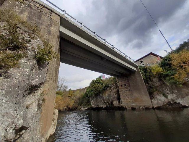 El puente de Aspurz, en la NA-2112 sobre el río Salazar y conociendo como 'Puente del Diablo', tras su reparación en 2019.