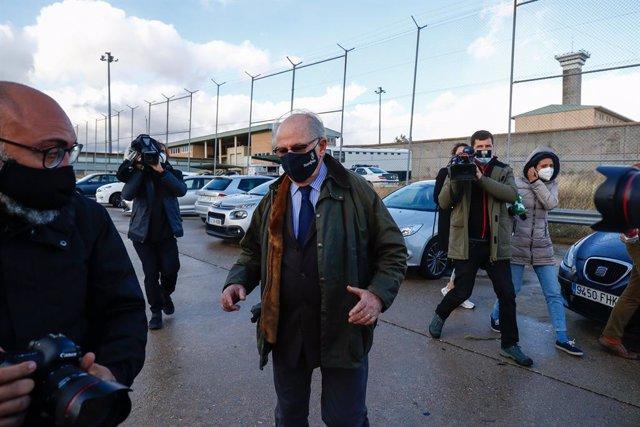 El expresidente de Bankia Rodrigo Rato a su salida el 2 de octubre del centro penitenciario de Soto del Real, gracias al tercer grado