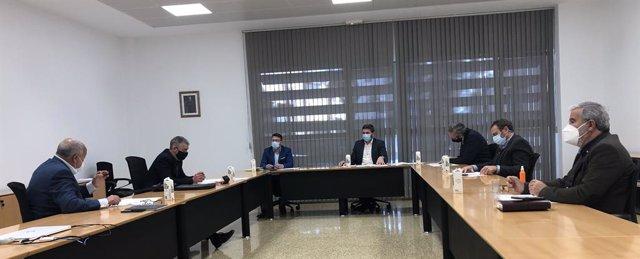 El consejero Antonio Luengo preside el encuentro con las organizaciones agrarias y la Federación de cooperativas.