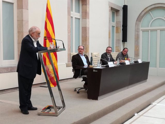 Arcadi Oliveres rep el Premi ICIP Constructors de Pau 2017 al Parlament