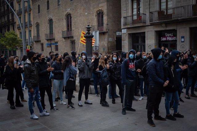 Manifestants d'Arran es manifesten contra la concentració dels sindicats policials a Barcelona, 12 de febrer del 2020.