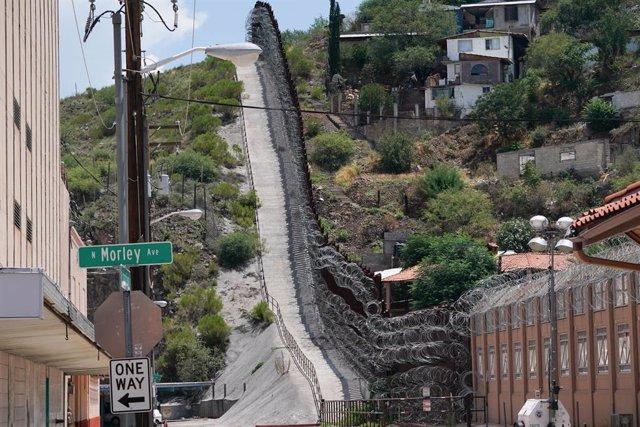 La frontera de Estados Unidos con México en Nogales, una localidad del estado de Arizona, Estados Unidos.