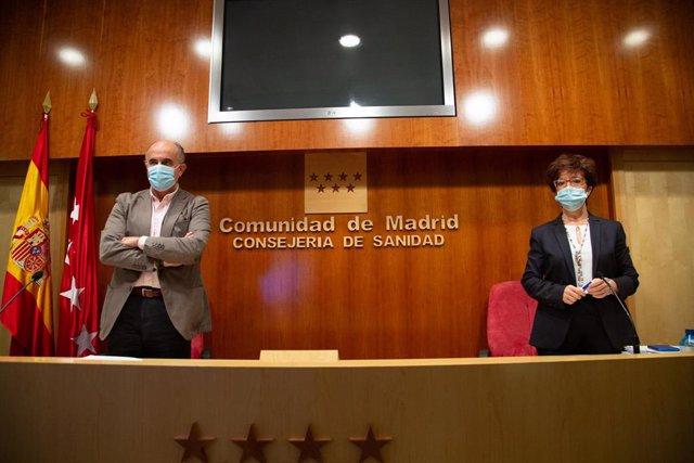 El viceconsejero de Salud Pública y Plan COVID-19 de la Comunidad de Madrid, Antonio Zapatero, y la directora general de Salud Pública, Elena Andradas, durante una rueda de prensa convocada ante los medios, en Madrid, (España), a 12 de febrero de 2021. Du