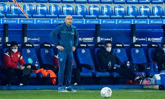 Abelardo Fernandez, head coach of Deportivo Alaves, during the Spanish league, La Liga Santander, football match played between Deportivo Alaves and Real Valladolid CF at Mendizorroza stadium on February 5, 2021 in Vitoria, Spain.