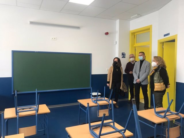 El delegado de Educación visita el CEEE Rosa Relaño de Almería